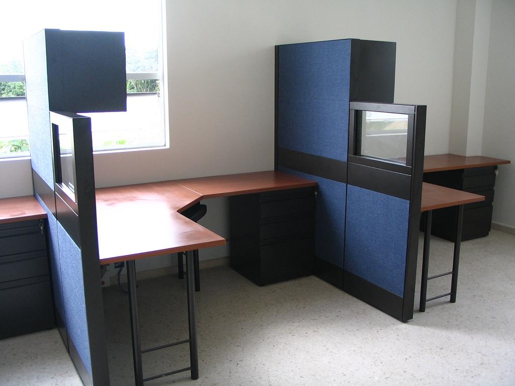 Paneles divisiones media altura lamina vidrio gabinetes for Divisiones para oficina