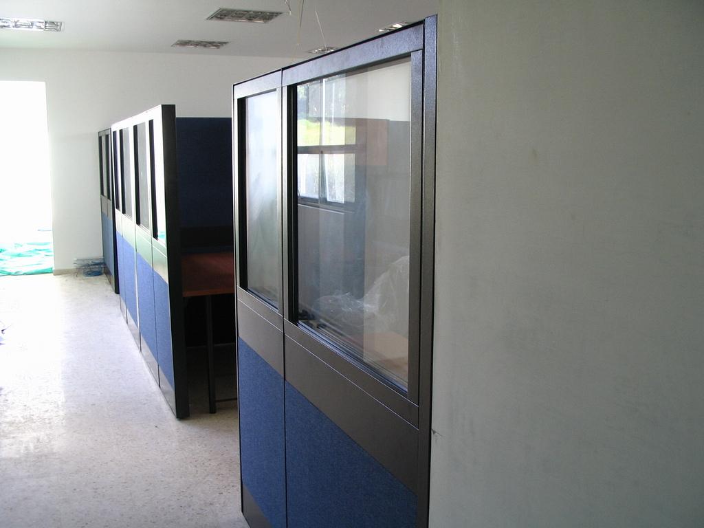 Divisiones para oficina media altura paneles pa o z calo pasacable muebles para oficinas - Paneles divisorios para oficinas ...