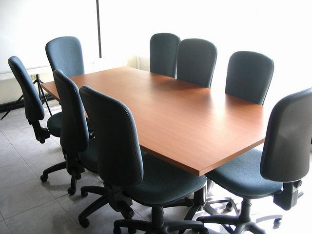 Sala de juntas empresas sillas mesas tapizado pa o espuma for Sillas para sala de juntas