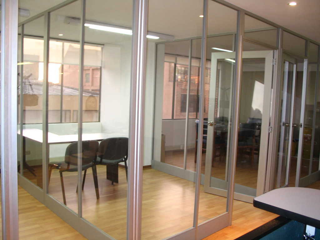 Divisiones Oficina Piso Techo Vidrio Transparente
